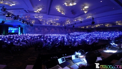 Xylobands USA LED wristbands light up corporate presentation