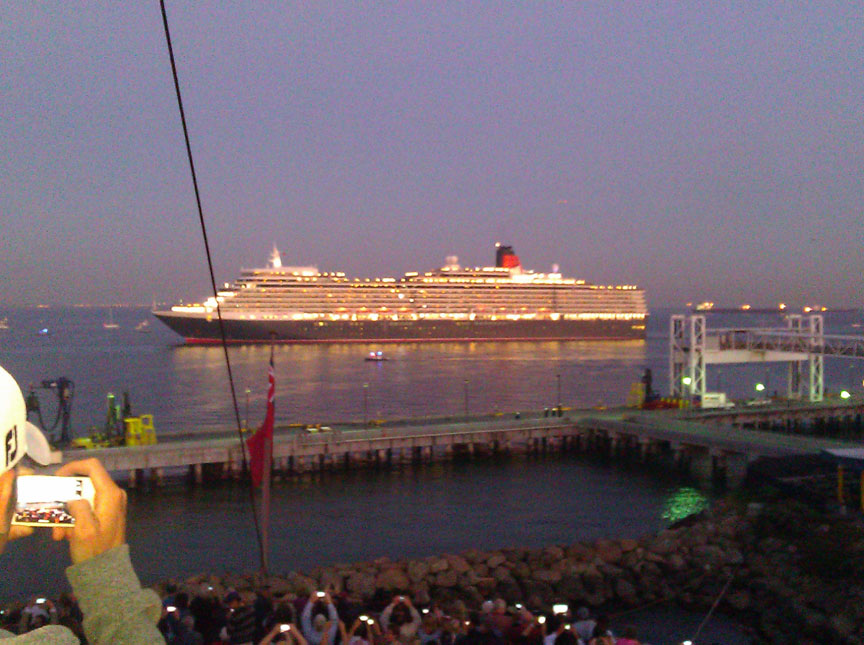 Queen Elizabeth arrives Long Beach Harbor