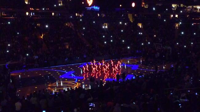 light up LED costumes NY Knicks season opener 2016