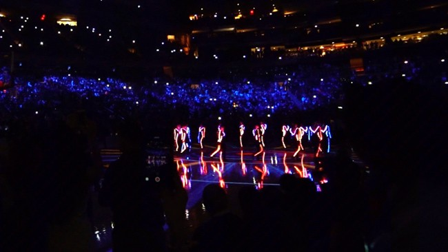 light up LED costumes NY Knicks season opener 2016